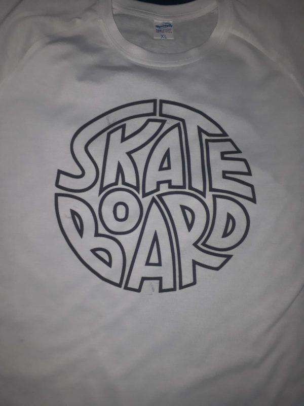 Remera Skate Board monocromática